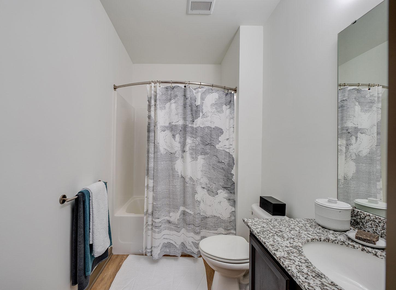 Stanhope Apartments bathroom